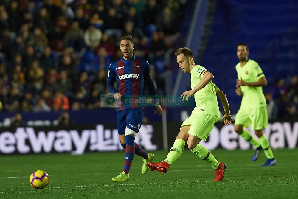 صور مباراة : ليفانتي - برشلونة 0-5 ( 16-12-2018 )  20181216-zaa-a181-006