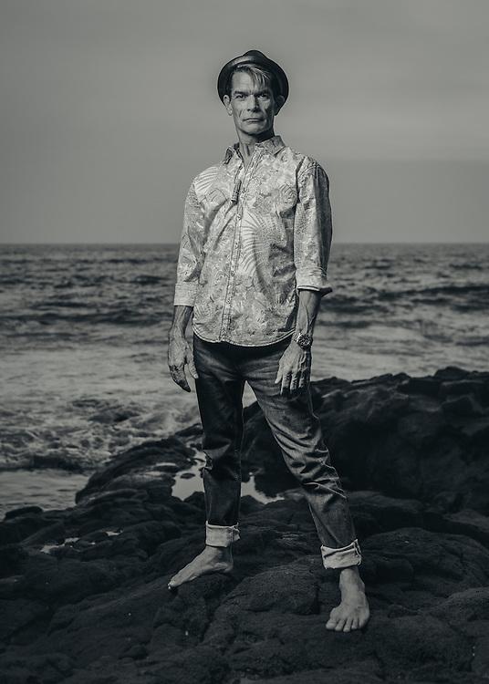 Tiki artist Brad Parker. Kona, Hawaii | Hana Hou! Magazine