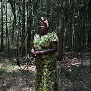 August 26, 2008, Nairobi, Kenya: Nobel Peace Prize laureate Wangari Maathai in Karura Forest in Nairobi.. Credit: Evelyn Hockstein / Polaris