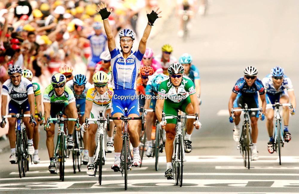 Les Essarts, Frankrike 20050703. Tour de France : Thor Hushovd ble nummer to etter Tom Boonen på den andre etappen i Tour de France...Foto: Daniel Sannum Lauten/ Dagbladet *** Local Caption *** Hushovd,Thor..Boonen,Tom