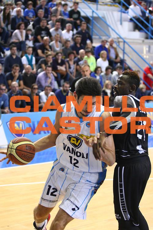 DESCRIZIONE : Cremona Lega A 2014-2015 Vanoli Cremona Granarolo Virtus Bologna<br /> GIOCATORE : Luca Campani<br /> SQUADRA : Vanoli Cremona<br /> EVENTO : Campionato Lega A 2014-2015<br /> GARA : Vanoli Cremona Granarolo Virtus Bologna<br /> DATA : 12/04/2015<br /> CATEGORIA : Palleggio<br /> SPORT : Pallacanestro<br /> AUTORE : Agenzia Ciamillo-Castoria/F.Zovadelli<br /> GALLERIA : Lega Basket A 2014-2015<br /> FOTONOTIZIA : Cremona Campionato Italiano Lega A 2014-15 Vanoli Cremona  Granarolo Virtus Bologna<br /> PREDEFINITA : <br /> F Zovadelli/Ciamillo