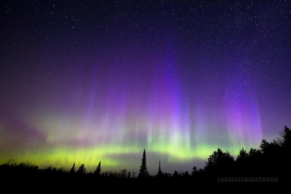 aurora borealis, northern lights, upper michigan, blue nitrogen fringing