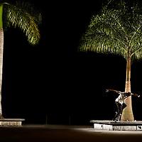 Willians Dentinho mostrando um pouco do seu estilo inconfundivel em cima do seu skateboard nas ruas do Rio de Janeiro.