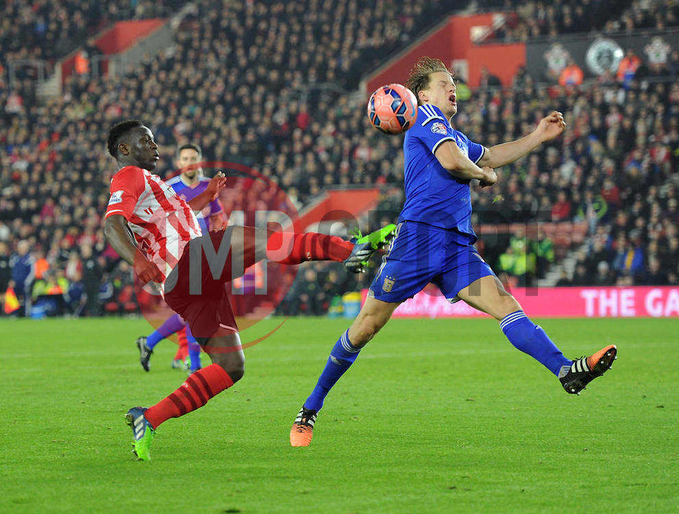 Southampton's Victor Wanyama shoots - Photo mandatory by-line: Paul Knight/JMP - Mobile: 07966 386802 - 04/01/2015 - SPORT - Football - Southampton - St Mary's Stadium - Southampton v Ipswich Town - FA Cup Third Round