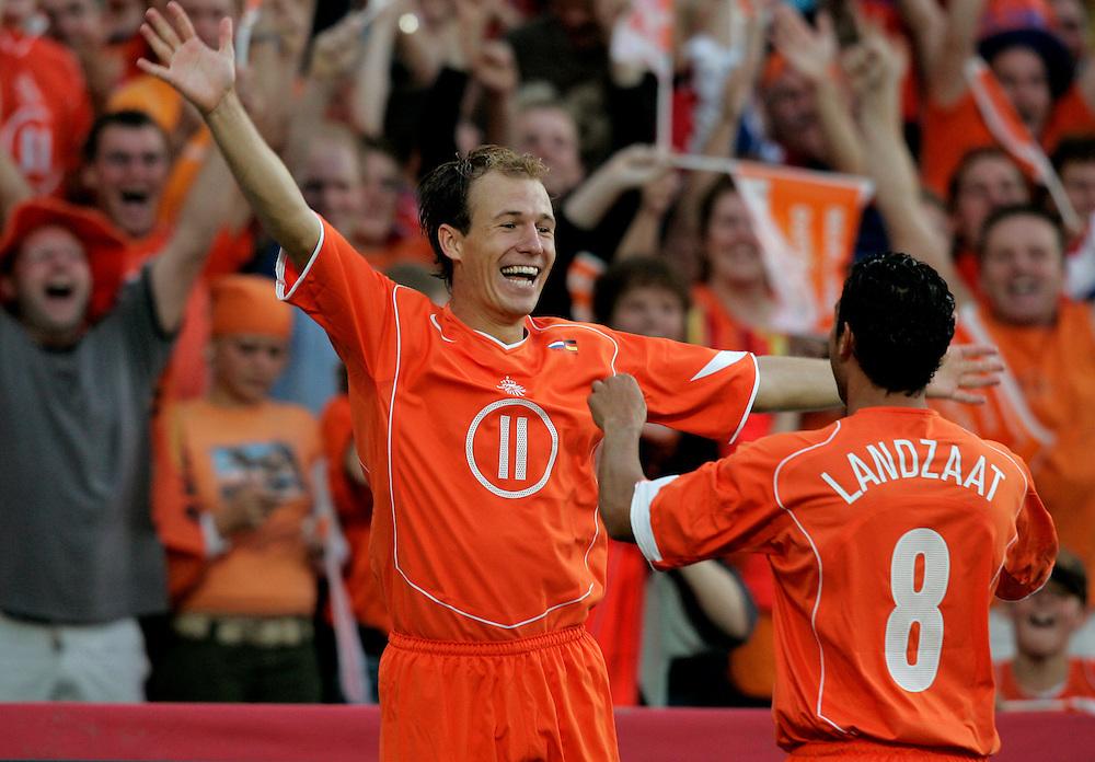 Holland. Rotterdam. 17/08/05. Holland-Germany. Arjen Robben (L) after his first goal. Photo: Gerrit de Heus