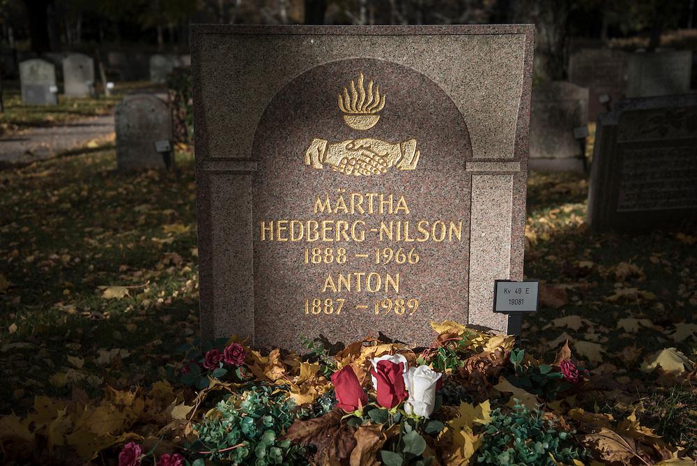 Anton och hans frus grav på Skogskyrkogården i Stockholm