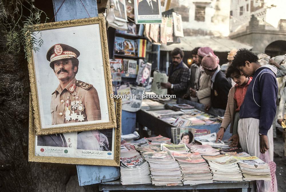 Yemen. Sanaa. portrait of the president saleh in the streets       /   scènes de rue a Sanaa    / Portrait du president Saleh