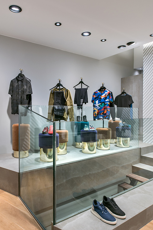 Oblique Menswear/Eleganza Clothes Shop, Utrecht. Interior Design by The Invisible Party, Amsterdam. <br />