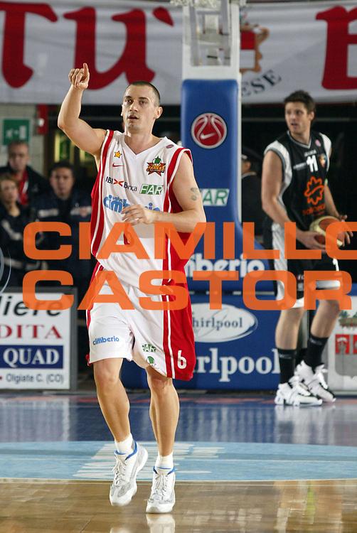 DESCRIZIONE : Varese Lega A1 2007-08 Cimberio Varese Solsonica Rieti <br /> GIOCATORE : Gregor Hafnar<br /> SQUADRA : Cimberio Varese<br /> EVENTO : Campionato Lega A1 2007-2008 <br /> GARA : Cimberio Varese Solsonica Rieti   <br /> DATA : 14/10/2007 <br /> CATEGORIA : Esultanza<br /> SPORT : Pallacanestro <br /> AUTORE : Agenzia Ciamillo-Castoria/E.Pozzo <br /> Galleria : Lega Basket A1 2007-2008 <br /> Fotonotizia : Varese Campionato Italiano Lega A1 2007-2008 Cimberio Varese Solsonica Rieti<br /> Predefinita :