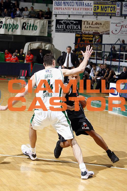 DESCRIZIONE : Siena Lega A 2008-09 Montepaschi Siena Eldo Caserta<br /> GIOCATORE : Guillermo Diaz<br /> SQUADRA : Eldo Caserta<br /> EVENTO : Campionato Lega A 2008-2009 <br /> GARA : Montepaschi Siena Eldo Caserta<br /> DATA : 19/04/2009<br /> CATEGORIA : palleggio<br /> SPORT : Pallacanestro <br /> AUTORE : Agenzia Ciamillo-Castoria/E.Castoria