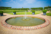 Fountain and pool, Chateau de Villandry, Villandry, Loire Valley, France