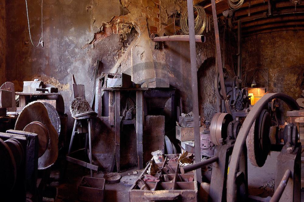 12/05/04 - THIERS - PUY DE DOME - FRANCE - Atelier de coutellerie GONIN SAUVAGNAT - Photo Jerome CHABANNE