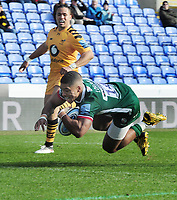 Rugby Union - 2019 / 2020 Gallagher Premiership - London Irish vs. Wasps<br /> <br /> Ben Loader of London Irish dives over for their second try, at Madejski Stadium.<br /> <br /> COLORSPORT/ANDREW COWIE