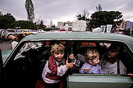Albania . Tirana  .Kossovo refugees, the family of halil Dumani leave in this car since 8 days     /  Réfugiés du Kossovo; la famille de Halil Dumani vit dans cette voiture depuis 8 jours  Tirana  Albanie