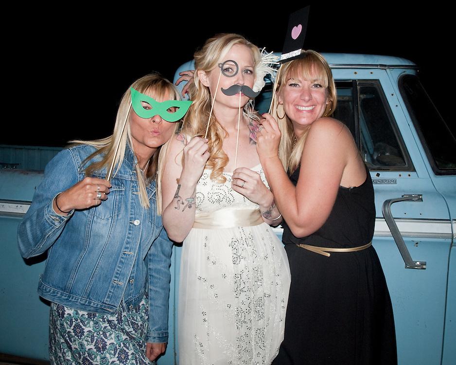 hicksville trailer palace, hicksville, trailer, joshua tree, wedding, Photo Booth, monocle, mustache, mustache, top hat, heart, glasses