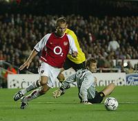 Fotball. 16. september 2002.<br /> Soccer. September 16 2002.<br /> UEFA Champions League. <br /> Highbury, London.<br /> Arsenal v Borussia Dortmund.<br /> Fredrik Ljungberg runder Jens Lehman og gjør 2-0 til Arsenal.<br /> Photo: Anders Hoven, Digitalsport, Norway.