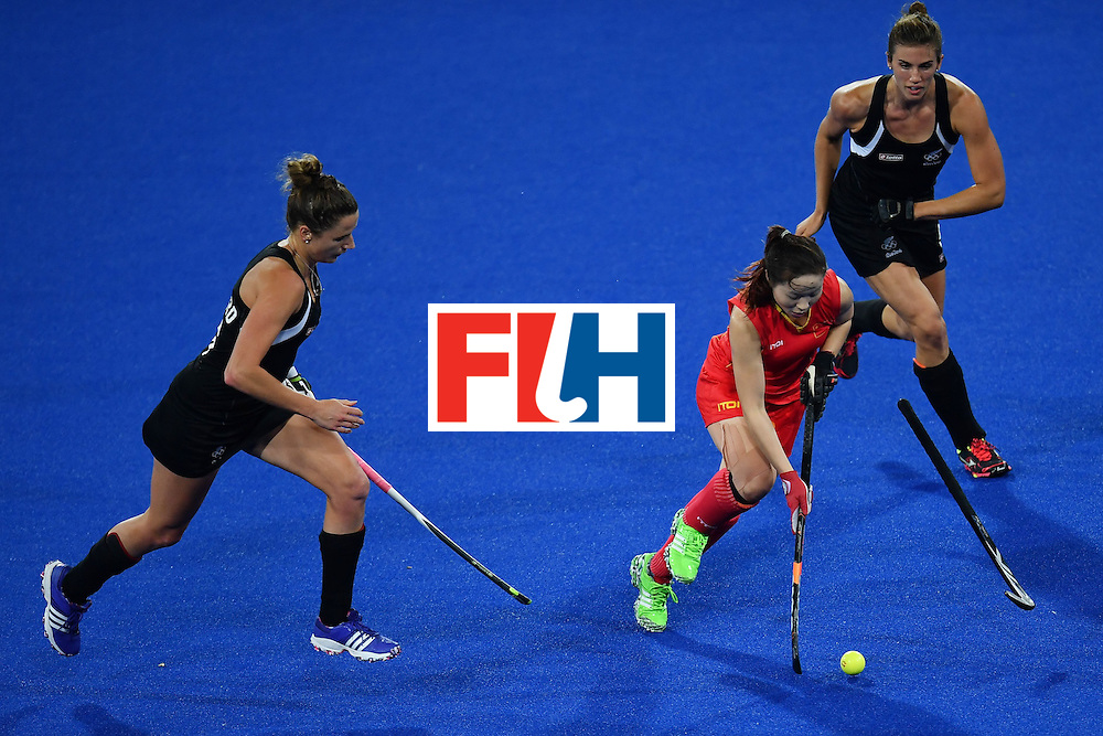 (L-R) New Zealand's Pippa Hayward, China's Peng Yang and New Zealand's Brooke Neal vie during the women's field hockey China vs New Zealand match of the Rio 2016 Olympics Games at the Olympic Hockey Centre in Rio de Janeiro on August, 13 2016. / AFP / MANAN VATSYAYANA        (Photo credit should read MANAN VATSYAYANA/AFP/Getty Images)