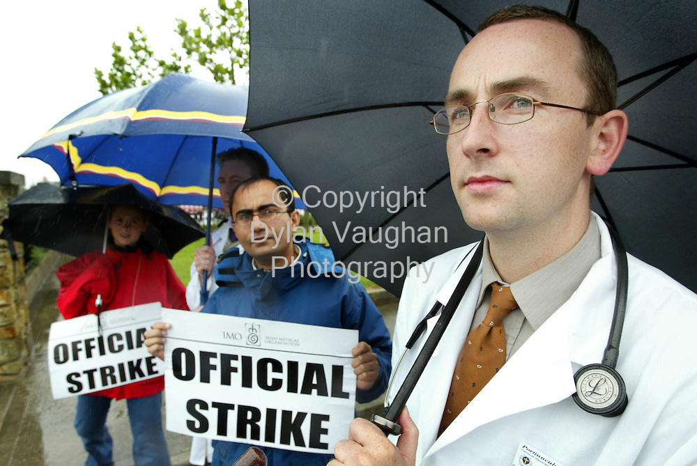 8/8/2002.Doctor John McManus (far right) pictured at the picket at Waterford Regional Hospital yesterday..Picture Dylan Vaughan