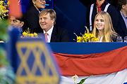 Koning Willem-Alexander en prinses Amalia zijn aanwezig in de RAI tijdens de wereldbeker springen bij Jumping Amsterdam.<br /> <br /> King Willem-Alexander and princess Amalia are present at the RAI during the World Cup jumping at Jumping Amsterdam.<br /> <br /> Op de foto:  Koning Willem-Alexander en prinses Amalia  King Willem Alexander and his daughter princess Amalia