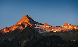 THEMENBILD - der Gletscher Kitzsteinhorn (3.203 m ue. A.) im Salzburger Land bei Kaprun in der Morgensonne. Mit den Gletscherbahnen Kaprun kann der Gipfel des Kitzsteinhorns von der Talstation in 911 m bis zu einer Hoehe von 3.029 m per Seilbahn erreicht werden. In den vergangenen Jahren konnte man beobachten wie sich der Gletscher immer mehr zurueckzog und dadurch ist ein Ganzjahres-Ski Betrieb nicht mehr moeglich. Zwischen 2005 und 2006 verlor der Schmiedinger Kees 70,5 m an Gletscherlaenge. Bild aufgenommen am  19.08.2012. EXPA Pictures © 2012, PhotoCredit: EXPA/ Juergen Feichter