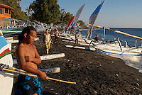 Indonesie, Bali, Plage de Amed, Retour des bateau de peche traditionnel // Indonesia, Bali, Amed beach, Fishing boat