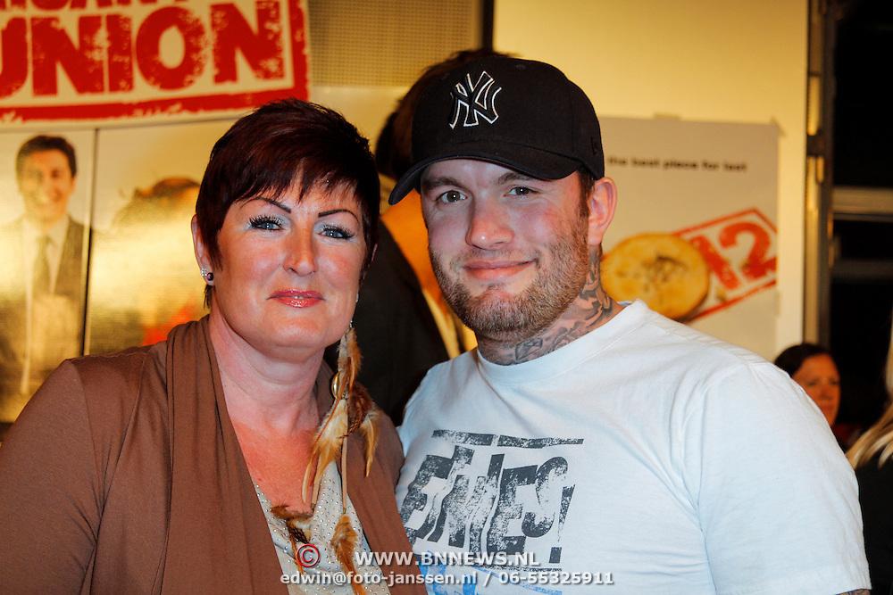 NLD/Amsterdam/20120326 - Inloop premiere American Pie: Reunion, Wesley Saunders en zoon Jamie Saunders