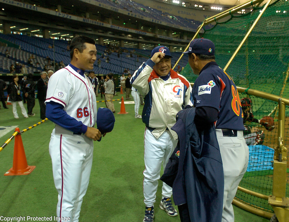 Team Chinese Taipei manager Hua-Wei Lin tips his cap upon meeting Team Japan's manager Sadaharu Oh before the start of Game 4 of the World Baseball Classic at Tokyo Dome, Tokyo, Japan. Standing to the left is Chinese Taipei hitting coach Ming-Tsu Lu, a former player of Oh's Yomiuri Giants in the 80's.