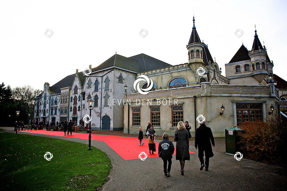 KAATSHEUVEL/EFTELING - Vanmiddag vond in Theater de Efteling de galapremiere plaats van de musical Kruimeltje, een coproductie van Rick Engelkes Producties en Efteling Theaterproducties. Met op de foto de Rode Loper die langs een compleet ingericht decor van Kruimeltje Liep. FOTO LEVIN DEN BOER - PERSFOTO.NU