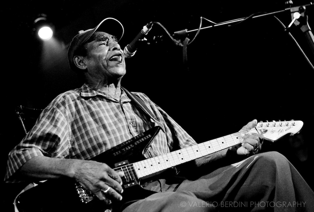 Bluesman T-Model Ford playing live at Spitz in London on 28 April 2007