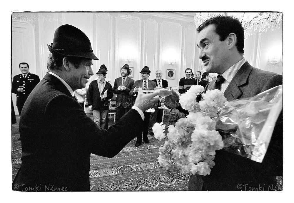 *En_Cechoslovakia, 1990, Prague Castle - Birthday                   *Cz_Narozeniny