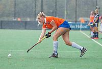 BLOEMENDAAL - Kim van Leeuwen (Bldaal) tijdens de oefenwedstrijd  dames  Bloemendaal-Pinoke.  COPYRIGHT KOEN SUYK