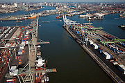 Nederland, Zuid-Holland, Rotterdam, 20-03-2009; havenkranen en containeroverslag in de Waalhaven, gezien vanuit Heijplaat. Links aan de horizon binnenstad van Rotterdam met skyline. Overview on container terminals and stacking cranes, ships and other port activities, and the skyline of Rotterdam (t). .Swart collectie, luchtfoto (toeslag); Swart Collection, aerial photo (additional fee required).foto Siebe Swart / photo Siebe Swart