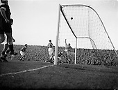 1953 - Soccer: League of Ireland v Welsh Football League at Dalymount Park