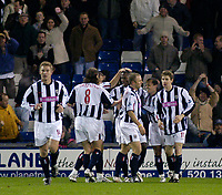 Fotball<br /> England 2004/2005<br /> Foto: SBI/Digitalsport<br /> NORWAY ONLY<br /> 22.01.2005<br /> <br /> West Bromwich Albion v Manchester City<br /> Barclays Premiership<br /> <br /> West Brom's Kevin Campbell (C) is congratulated by teammates after scoring the goal that gave them a 1-0 lead.