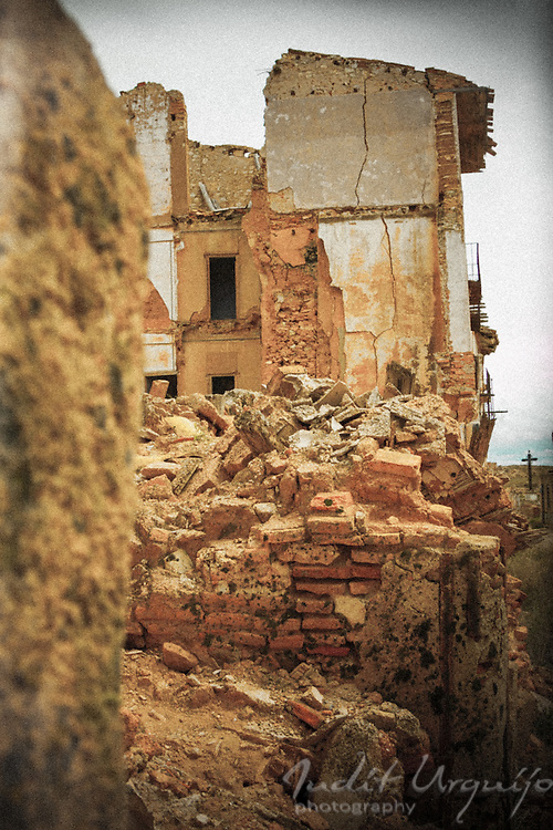 Collapsed houses in the town of Belchite Viejo<br />