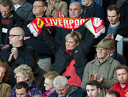15.04.2013, Anfield Road, Liverpool, ENG, PL, Liverpool FC, 24. Jahrestag der Hillsborough Katastrophe, im Bild A Liverpool supporter during the 24th Anniversary Hillsborough Service at Anfield, Liverpool, United Kingdom on 2013/04/15. EXPA Pictures © 2013, PhotoCredit: EXPA/ Propagandaphoto/ David Rawcliffe..***** ATTENTION - OUT OF ENG, GBR, UK *****