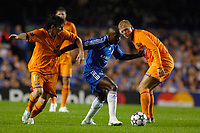 Photo: Daniel Hambury.<br /> Chelsea v Barcelona. UEFA Champions League, Group A. 18/10/2006.<br /> Chelsea's Claude Makelele gets between Barcelona's Lionel Messi (L) and Eidur Gudjohhnsen.