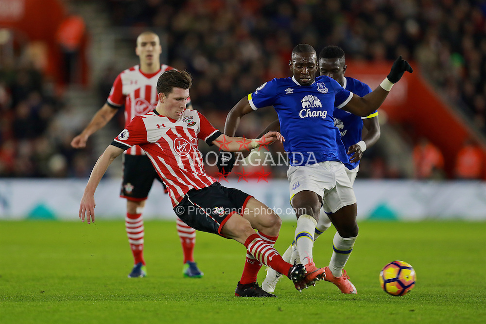SOUTHAMPTON, ENGLAND - Saturday, November 19, 2016: Southampton's Pierre-Emile Hojbjerg and Everton's Yannick Bolasie during the FA Premier League match at St. Mary's Stadium. (Pic by David Rawcliffe/Propaganda)