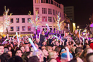 Nederland, Heerlen, 20151221<br /> Glazen House Party Serious Request op het Pancratiusplein in Heerlen, Limburg<br /> 3FM Serious Request (vaak verkort tot Serious Request) is een jaarlijks terugkerende actie van de Nederlandse radiozender NPO 3FM waarbij geld wordt ingezameld voor projecten van Het Nederlandse Rode Kruis. Drie dj's zijn zes dagen (in 2004 vijf dagen) opgesloten in het glazen huis en eten gedurende die periode niet. Tegelijkertijd draaien ze dag en nacht, in ruil voor een donatie, verzoeknummers voor luisteraars. <br /> <br /> Netherlands, Heerlen, 20151221<br /> 3FM Serious Request (often shortened to Serious Request) is an annual activity of the Dutch radio station 3FM NPO to raise money for projects of the Dutch Red Cross. Three DJs are six days (five days in 2004) enclosed in the glass house and eat during that period did not. At the same time turning them day and night, in exchange for a donation, request songs for listeners.