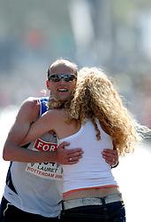 15-04-2007 ATLETIEK: FORTIS MARATHON: ROTTERDAM<br /> In Rotterdam werd zondag de 27e editie van de Marathon gehouden. De marathon werd rond de klok van 2 stilgelegd wegens de hitte en het grote aantal uitvallers / Martin Lauret <br /> ©2007-WWW.FOTOHOOGENDOORN.NL