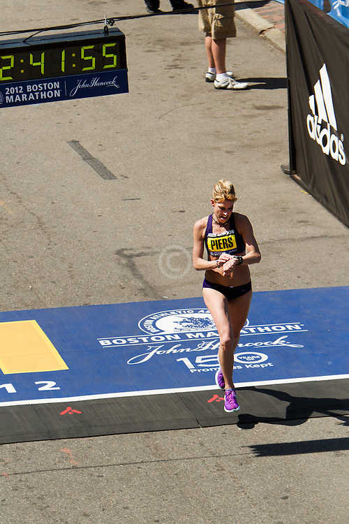 Sheri Piers, top American woman, 2nd Masters, crosses finish line in 10th place