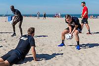 BERGEN - 03-08-2015, strandtraining AZ, strand, AZ speler Muamer Tankovic (l), AZ speler Aron Johannsson (r).