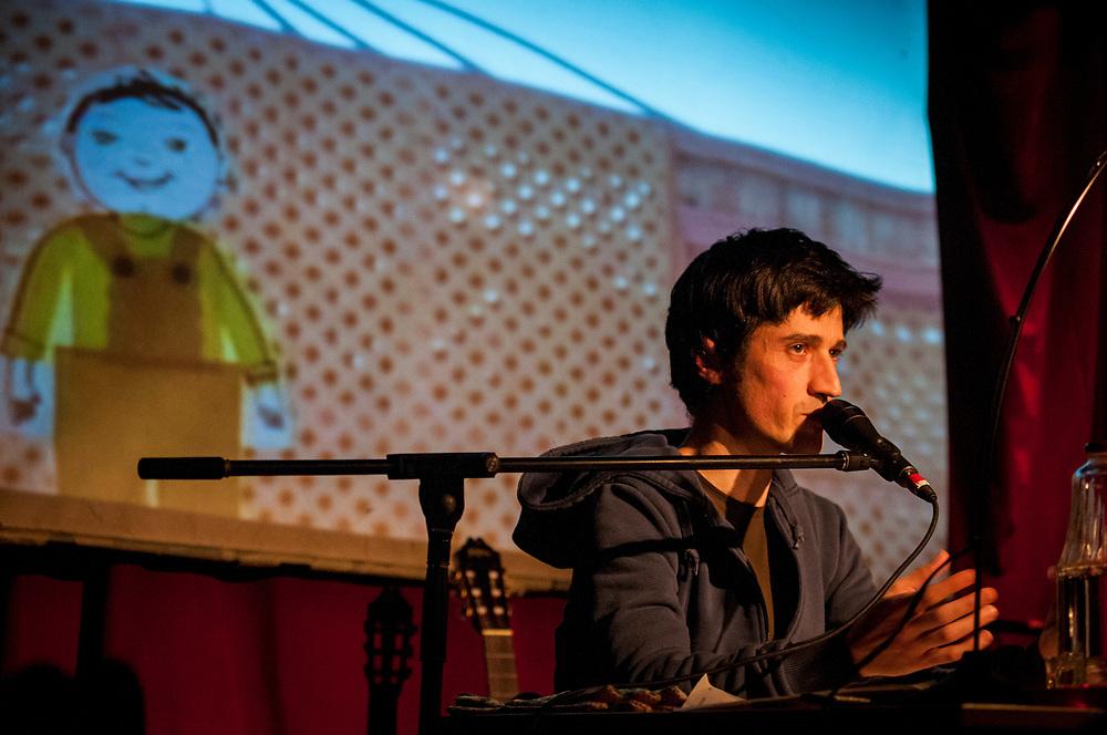 Jérôme Minière: la vérité sur les arbres  avec la complicité du musicien Guido Del Fabbro. Projections et visuel Dan Popa et Marie-Pierre Normand. 6 février 2008.