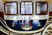 Paleis Noordeinde en Koninklijke Stallen open voor het publiek.  ////  Noordeinde Palace and Royal Stables open to the public.<br /> <br /> Op de foto / On the photo:  Glazen Koets / glass Carriage