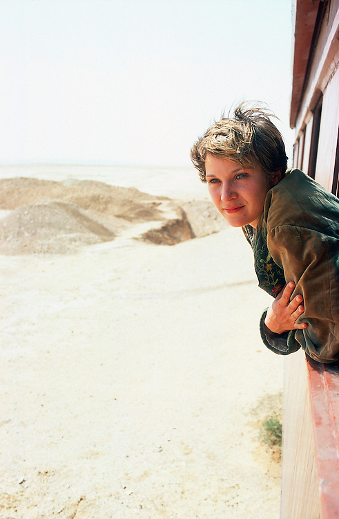 "German actress Jeanette Hain during the shooting of the movie ""Reise nach Kafiristan"" in Petra, Jordan, 2000..© Stefan Falke"