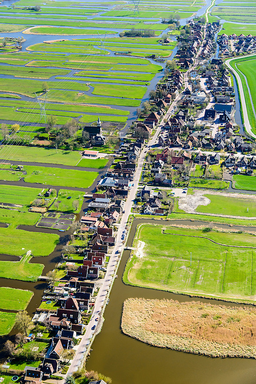 Nederland, Noord-Holland, Gemeente Alkmaar, 20-04-2015; Grootschermer, lintdorp gelegen tussen de polders Schermer en Beemster<br /> Ribbon village located between the polders Schermer and Beemster.<br /> luchtfoto (toeslag op standard tarieven);<br /> aerial photo (additional fee required);<br /> copyright foto/photo Siebe Swart