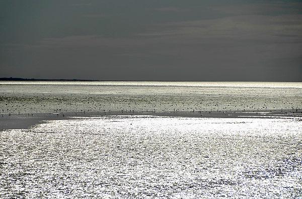 Nederland, Holwerd, Ameland, 21-8-2012Vanaf de veerboot de Sier hebben passagiers mooi zicht op de zonsondergang en de lage waddenzee.Foto: Flip Franssen/Hollandse Hoogte