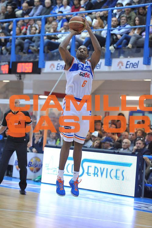 DESCRIZIONE : Brindisi Lega A 2012-13 Enel Brindisi Sidigas Avellino <br /> GIOCATORE : Antywane Robinson<br /> CATEGORIA : Tiro<br /> SQUADRA : Enel Brindisi<br /> EVENTO : Campionato Lega A 2012-2013 <br /> GARA : Enel Brindisi Sidigas Avellino<br /> DATA : 24/03/2013<br /> SPORT : Pallacanestro <br /> AUTORE : Agenzia Ciamillo-Castoria/V.Tasco<br /> Galleria : Lega Basket A 2012-2013  <br /> Fotonotizia : Brindisi Lega A 2012-13 Enel Brindisi Sidigas Avellino