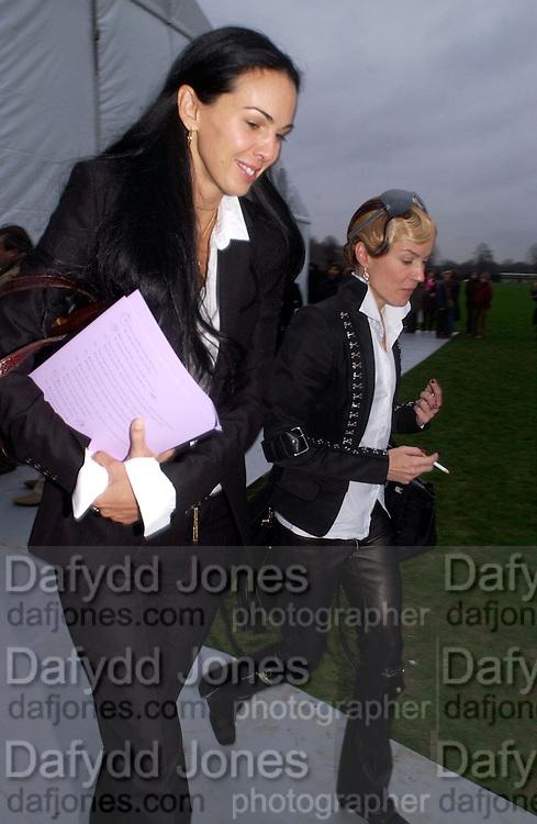 L'Wren Scott and Daphne Guinness, Dior Haute couture, Polo de Paris, Bois de Boulogne, 19 January 2004. © Copyright Photograph by Dafydd Jones 66 Stockwell Park Rd. London SW9 0DA Tel 020 7733 0108 www.dafjones.com