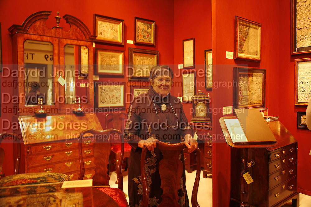 Joy Jarrett, ( Whitney Gallery) , The opening  day of the Grosvenor House Art and Antiques Fair.  Grosvenor House. Park Lane. London. 14 June 2006. ONE TIME USE ONLY - DO NOT ARCHIVE  © Copyright Photograph by Dafydd Jones 66 Stockwell Park Rd. London SW9 0DA Tel 020 7733 0108 www.dafjones.com